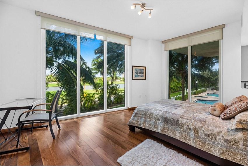 Elfyer - Hallandale Beach, FL House - For Sale